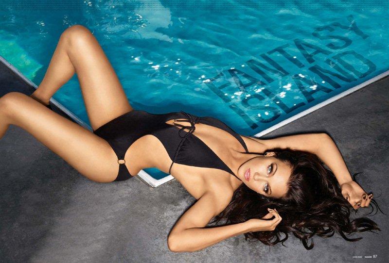 Katie Cassidy swem so bietjie