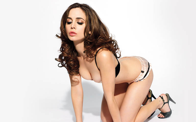 Alison Brie all fours