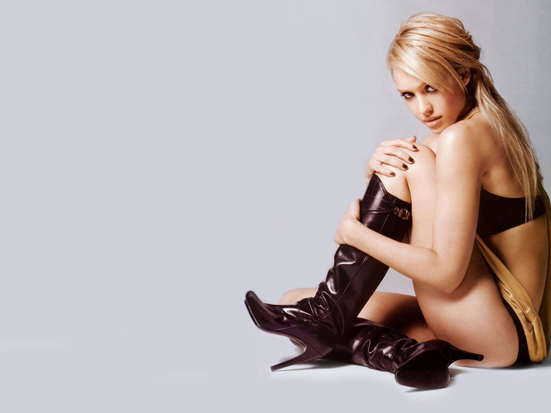 jessica alba in poeslang boots