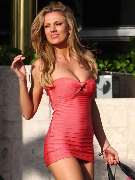 BAR PALY in Tight Dress on Set of Pain and Gain in Miami