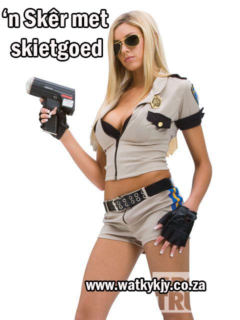 watkykjy skietgoed blonde cop