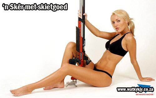 watkykjy skietgoed gun tussen bene