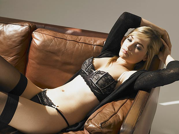 laura-whitmore-underwear