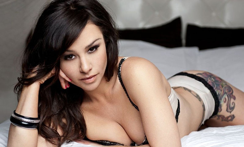 danielle-harris-boobs-druk-tee-nmekaar
