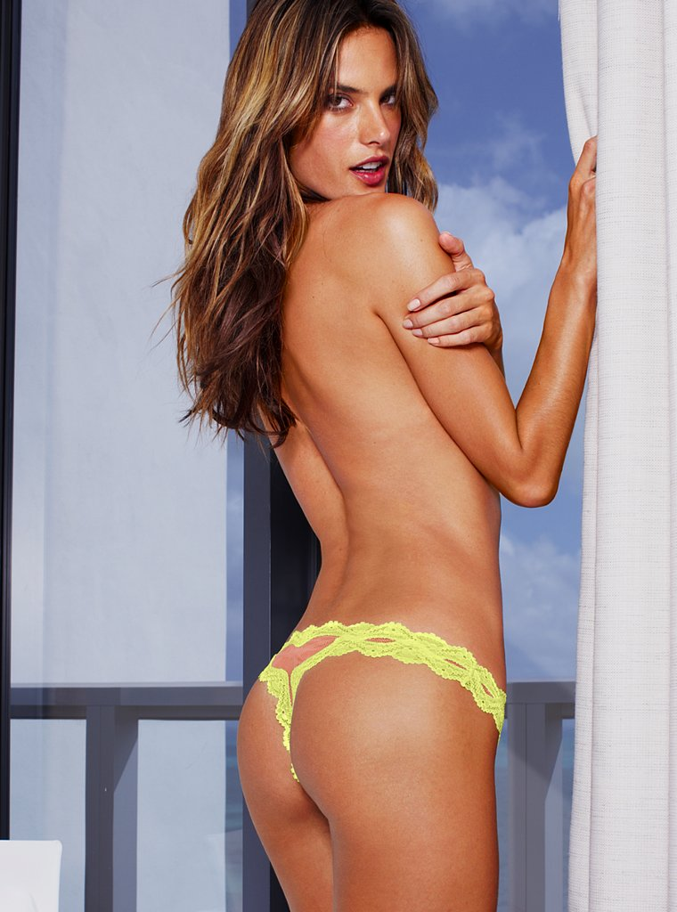 alessandra-ambrosio-hot-ass