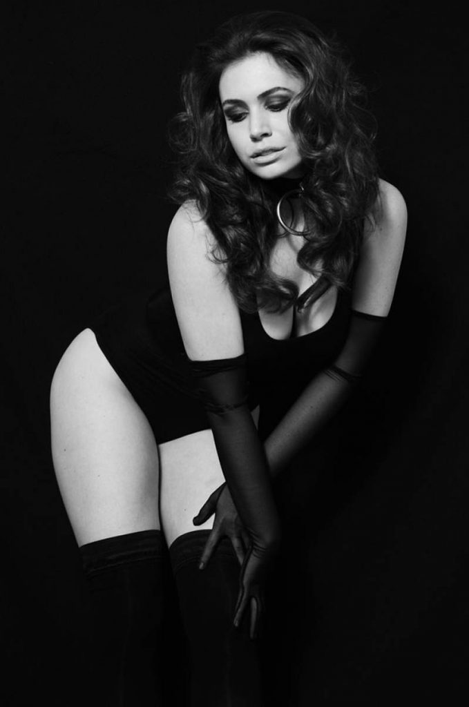 sophie-simmons-black-and-white