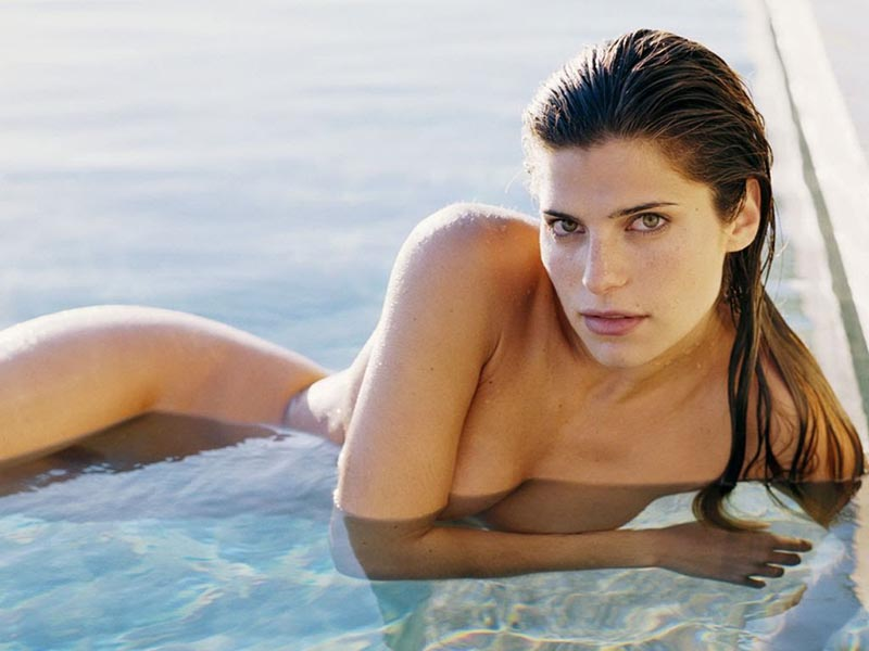 lake-bell-naked-in-water
